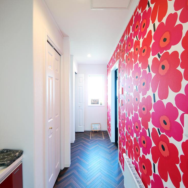 マリメッコの壁紙がかわいい北欧スタイル